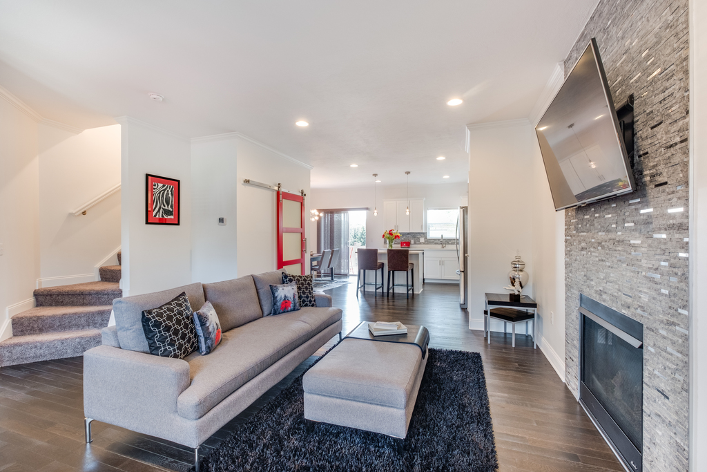 Duplex-Style Townhome 08